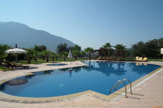Ocakkoy Holiday Village: Swimming pool