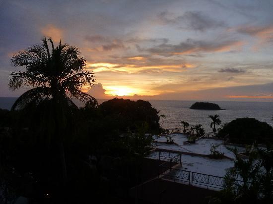อันดามัน แคนนาเซีย รีสอร์ท แอนด์ สปา: View of Sunset from rooms on 3rd floor