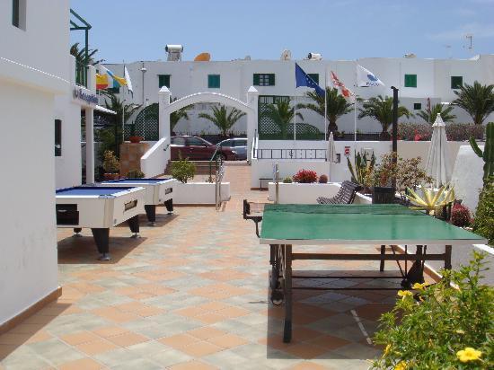 Club del Carmen by Diamond Resorts: Bord piscine (snooker & pingpong)