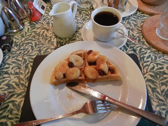 Burnside B&B: Sharon's Delicious Home-made Waffle