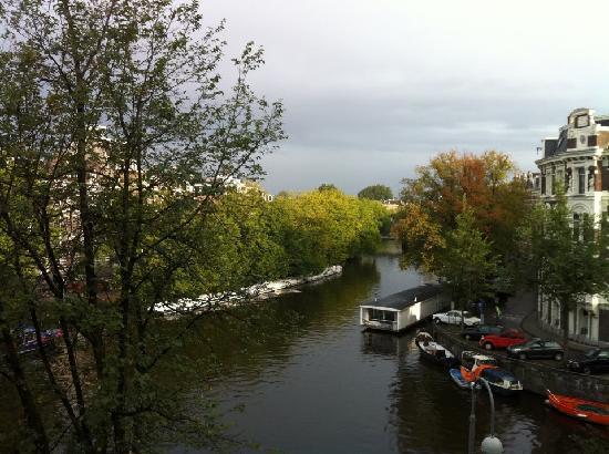 บูตีคโฮเต็ล วิว: View over the canal from our room.
