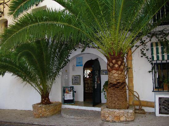 Fowlers Hotel: Front Door