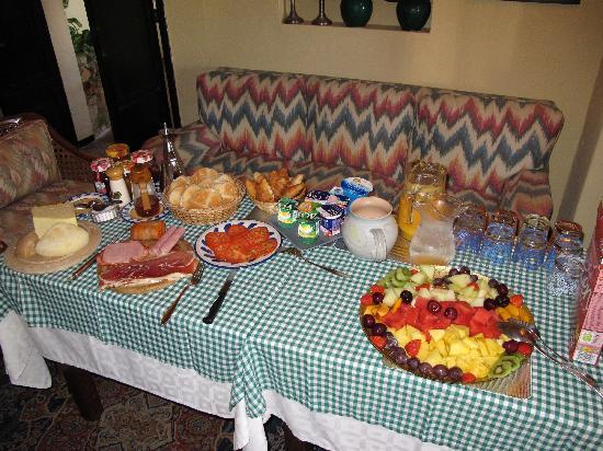 Fowlers Hotel : Breakfast table