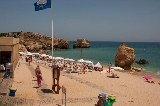 São Rafael Atlântico: Beach near hotel left side