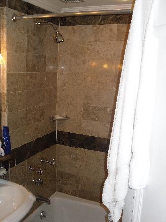Warwick New York: Deluxe bathroom