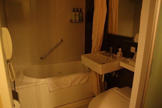 โฮเต็ล แจล ซิตี้ คันไน โยโกฮามา: bathroom