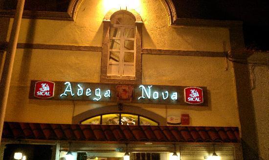 Adega Nova: Restaurante desde fuera