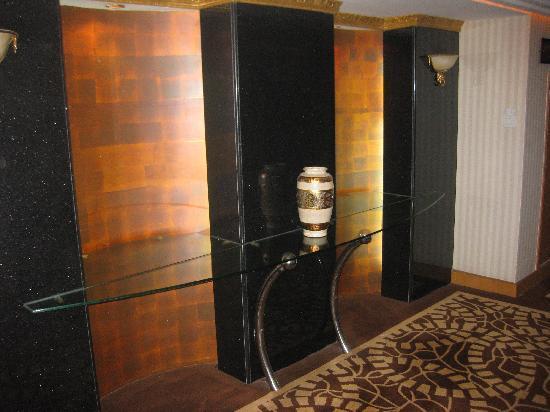 โรงแรมบลูพาเลซ: Lift lobby