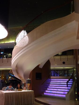 แกรนด์โนเบิล โฮเต็ล: lobby