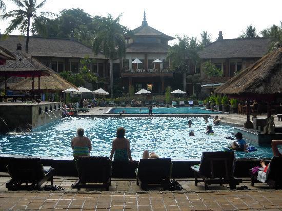 The Jayakarta Bali Beach Resort: メインプール