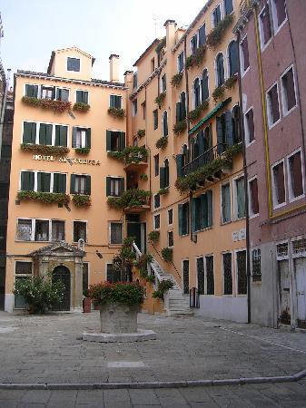 Hotel Al Codega: The hotel and courtyard