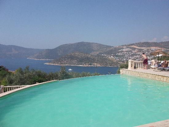 Patara Prince Hotel & Resort : Infinity pool at the top of the resort - fresh water