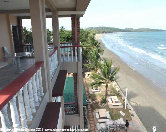 Harbour Chateau Resort: The Beach View facing south
