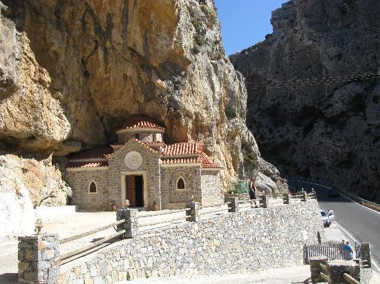 Villa Vasilis: Маленькая церквушка в ущелье