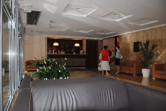 Medosz Hotel: хол