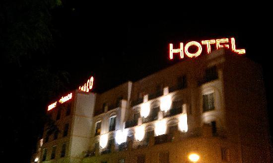 Monaco Hotel : por fuera más que un hotel parece un viejo club de alterne