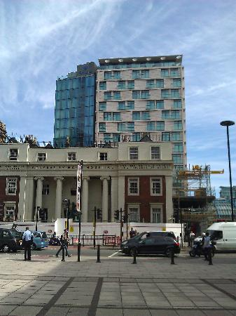 ปาร์คพลาซ่า เคาน์ตี้ฮอลล์ ลอนดอน: Hotel behind the old Hospital