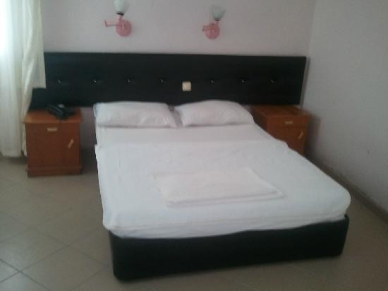 Grand Hotel Kekova: oda yatakları