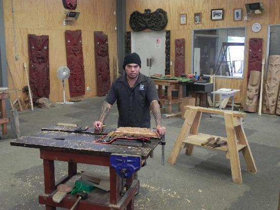 New Zealand Maori Arts and Crafts Institute : Maori woodworking