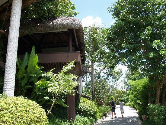 อนันตรา ลาวาน่า รีสอร์ท แอนด์ สปา: ホテル敷地内とレストランsky Hug