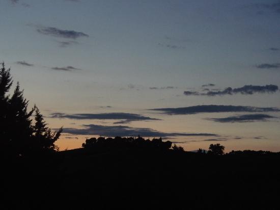 Agriturismo Lo Scalandrino: Paesaggio all'imbrunire