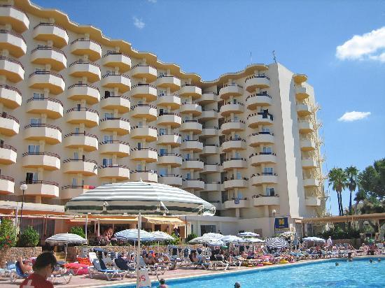 Fiesta Hotel Tanit: Rear of hotel wuth pool
