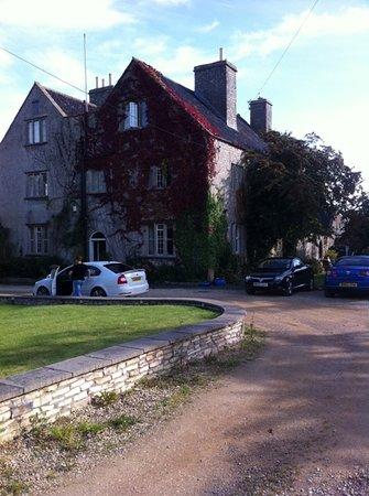 Claridges Farmhouse: front entrance