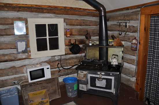 Ute Trail River Ranch: Cabin Stove
