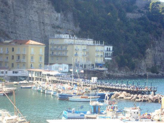 Hotel Admiral Sorrento: View of the hotel from the steps up to Sorrento.