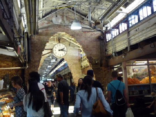 Chelsea Market: 中の様子です。このそばに、サラベスズのパン屋さんもありました。