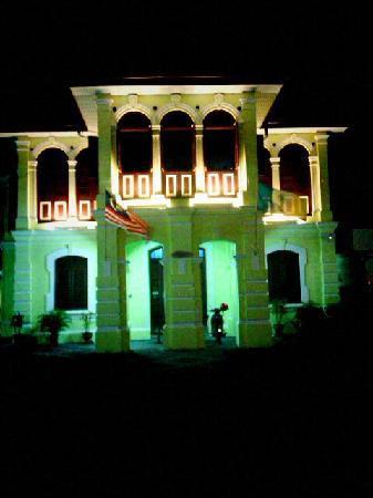 สะการานินดา: The building by night
