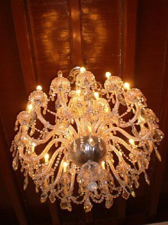 พิพิธภัณฑ์ปีนังเปรานากัน: Pretty chandelier..
