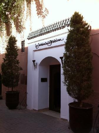 เลสจาร์ดินส์เดอลาเมดิน่า: Entrance