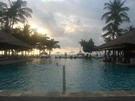 อินเตอร์คอนติเนนทัล บาหลี รีสอร์ท: swimmingpool