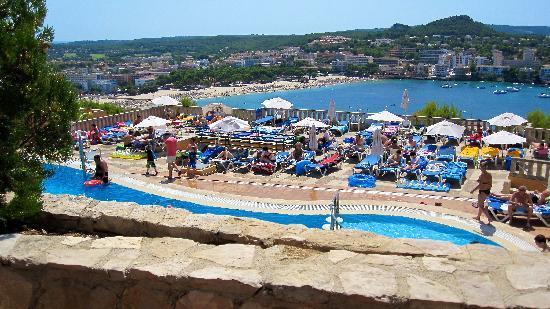 Club Santa Ponsa : Vue du restaurant sur piscine et plage