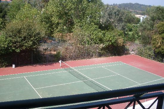 Louis Corcyra Beach Hotel: Tennis court view from our room