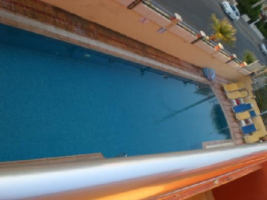High Life Apartments: Apartment pool, very good size