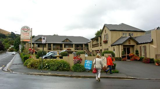 Tresori Motor Lodge: Tresori Motor Lodge on a wet day!