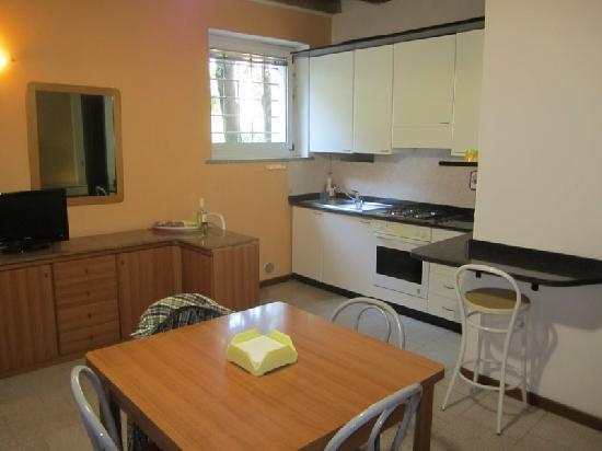 Arena House Verona: Clean Kitchens