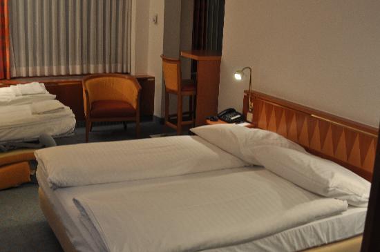 โรงแรมชไตเกนเบอเกอร์แอร์พอร์ท: Steigenberger Airport Hotel - room 556