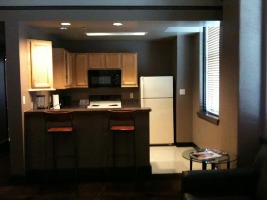 Magnolia Hotel Dallas Downtown: our kitchen in suite