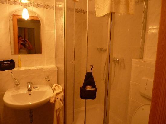 Hotel Ratskeller: bathroom