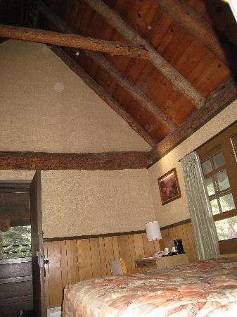 The Lodge at Bryce Canyon: High wood beamed ceilings