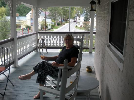 Hopkins Ordinary Bed & Breakfast: kicking back at end of a travel day