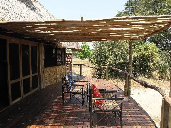 Bilimungwe Bushcamp - The Bushcamp Company: Balcony overlooking the watering hole