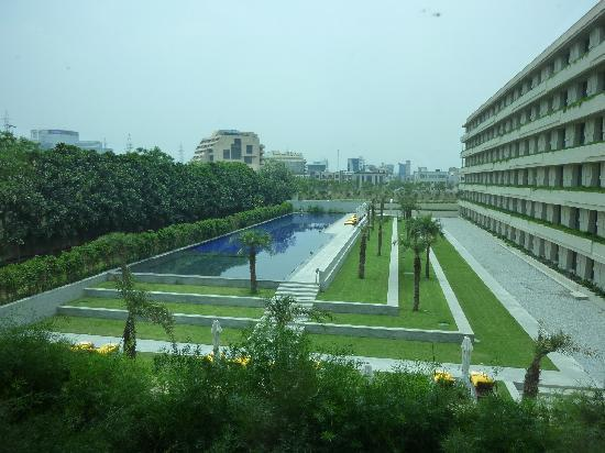 The Oberoi, Gurgaon: the pool
