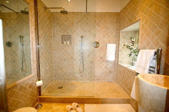 Domaine de Pine: The Francoise Shower Room