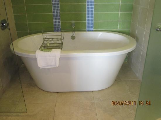 The Westin St. John Resort Villas: The amazing villa bathtub