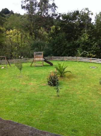 Hotel Casona del Nansa: jardin desde mi habitación