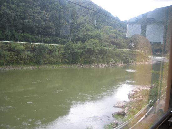 Kumamoto Prefecture, Japan: 列車から見た球磨川